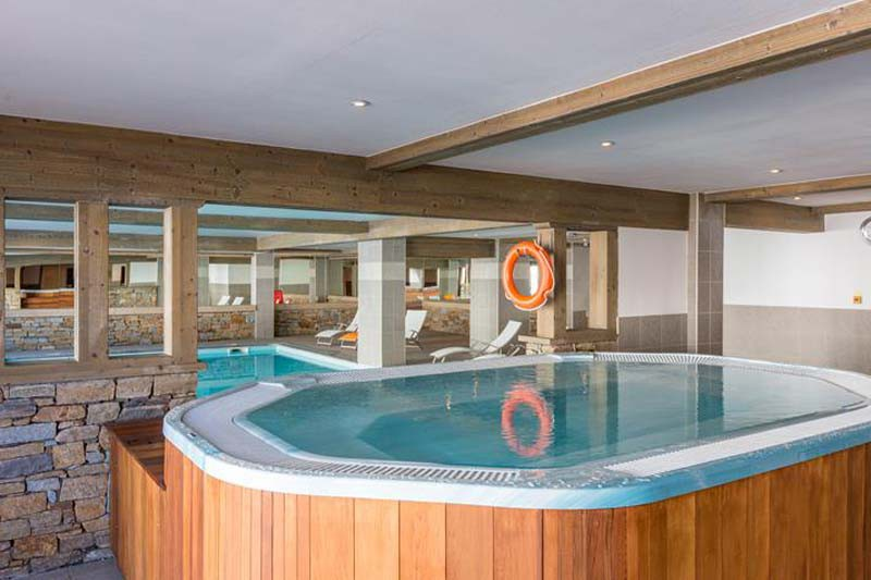 Jacuzzi and Swimming pool, Residence Le Sun Valley - Self-Catered Ski Apartments in La Plagne, France