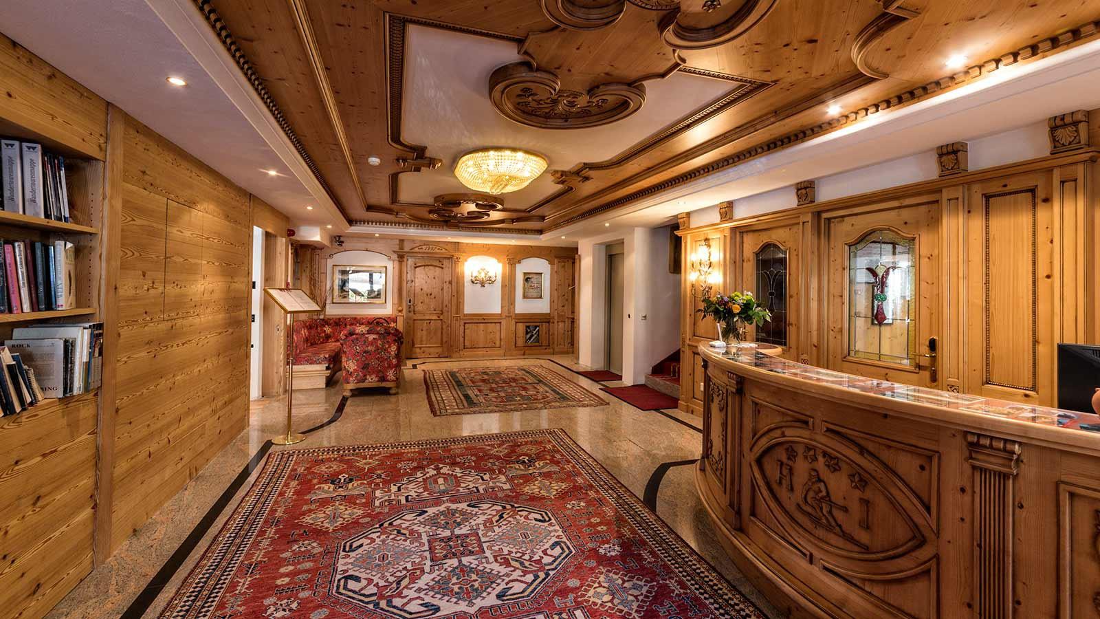Reception- Hotel Interski, Selva Val Gardena, Italy