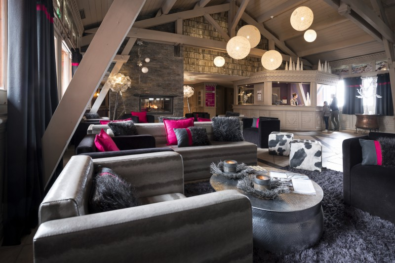 Reception in Village Montana - Self-catered ski apartment - Val Thorens, France