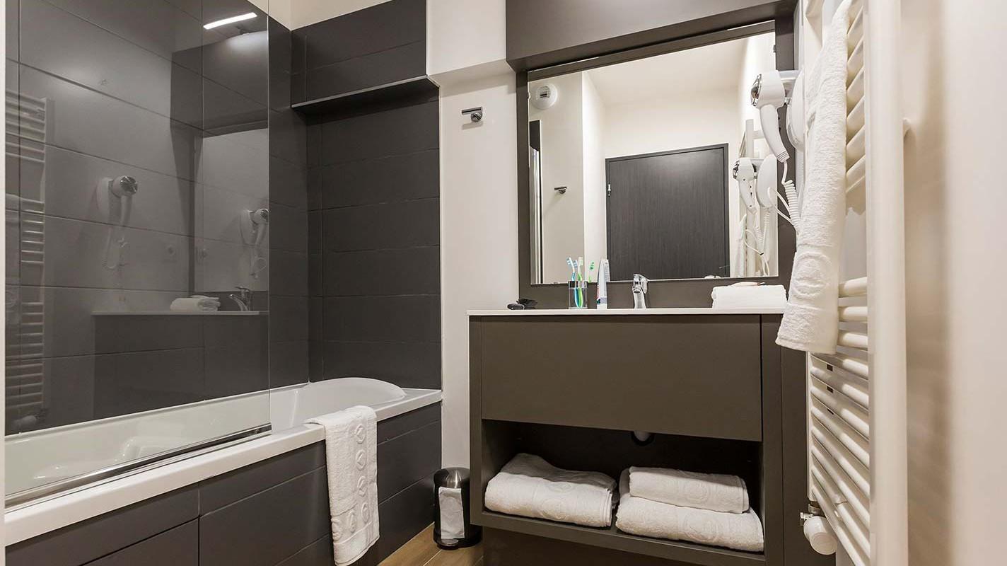 Residence Isatis - Self-catered apartment-chamonix-residence-bathroom