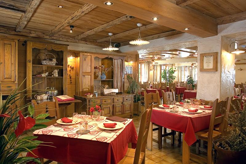 Hotel-Le-Petit-Dru-restaurant
