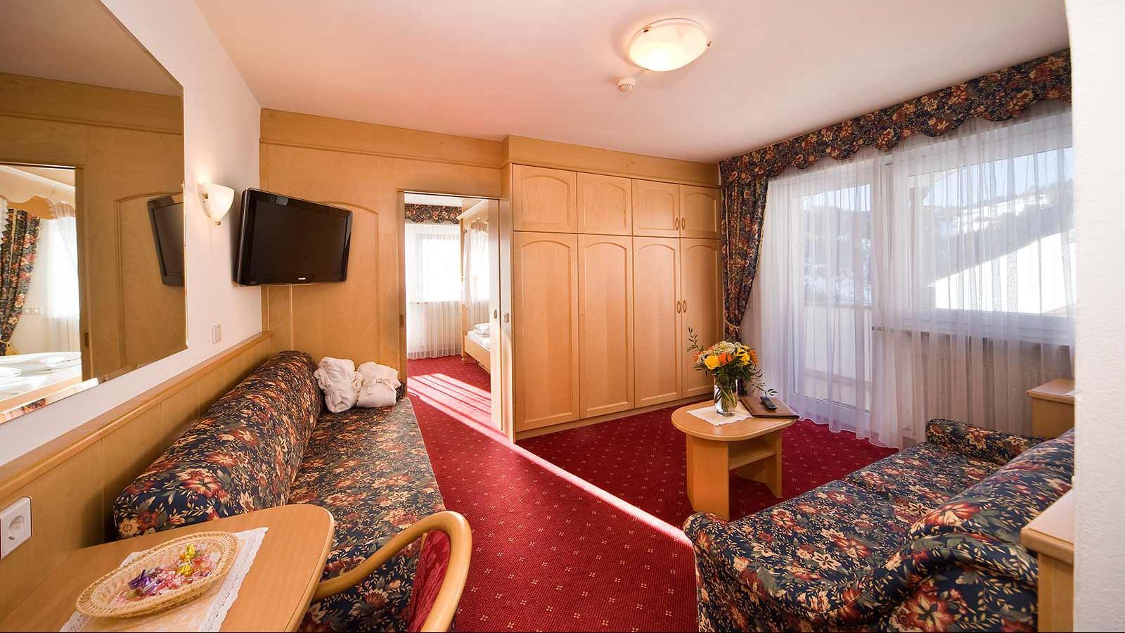Rooms - Hotel Interski, Selva Val Gardena, Italy