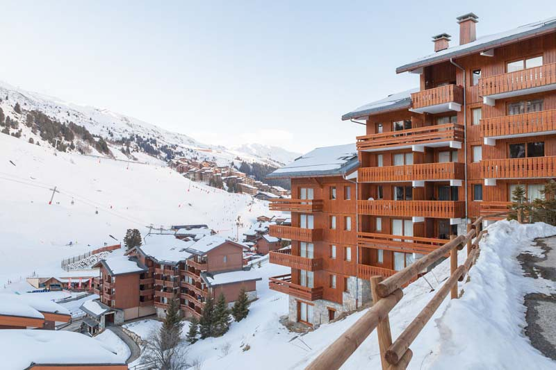 Snowy exterior of les Ravines - ski apartment in Meribel, France