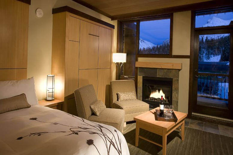 Sunshine Mountain Lodge, Banff - Bedroom
