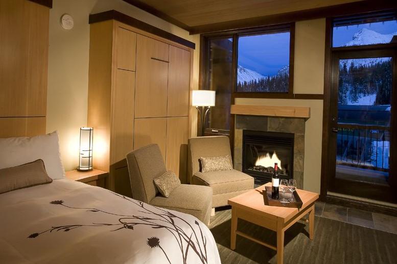 Sunshine Mountain Lodge, Banff - Bedroom