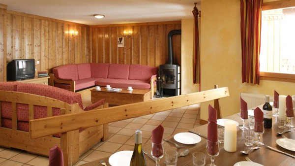 Chalet Abricot dining area, Val Thorens