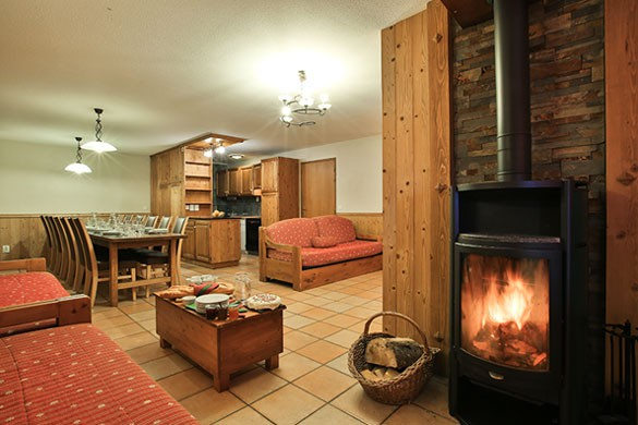 Chalet Abricot lounge area, Val Thorens