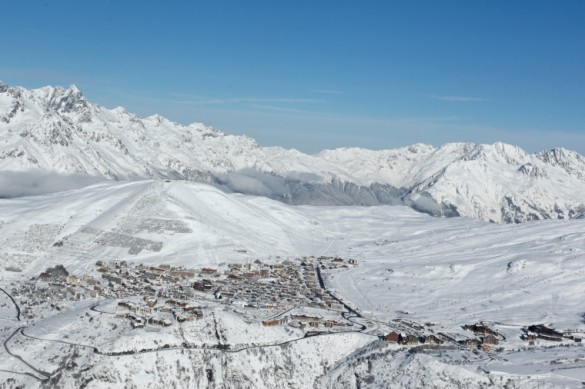 Snowy mountains views in Alpe d'Huez