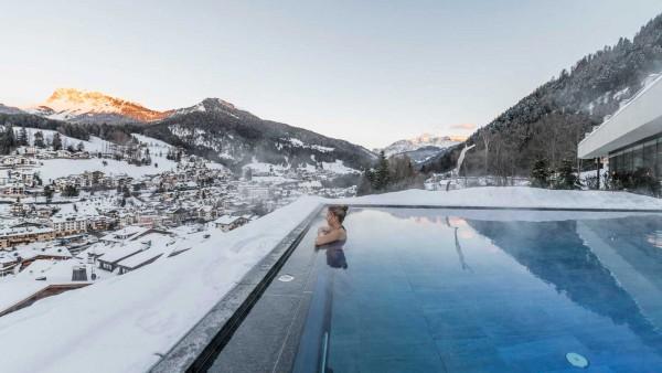 Alpenhotel Rainell - Exterior Pool Winter - Day