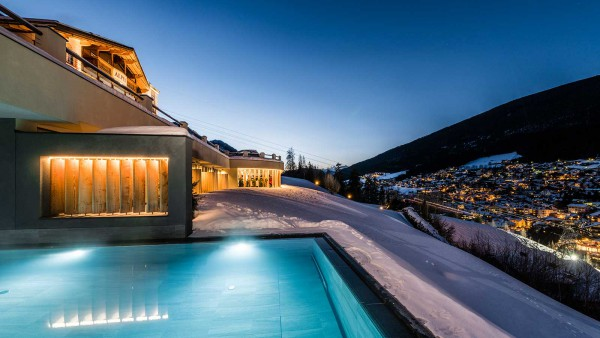 Alpenhotel Rainell - Pool at night