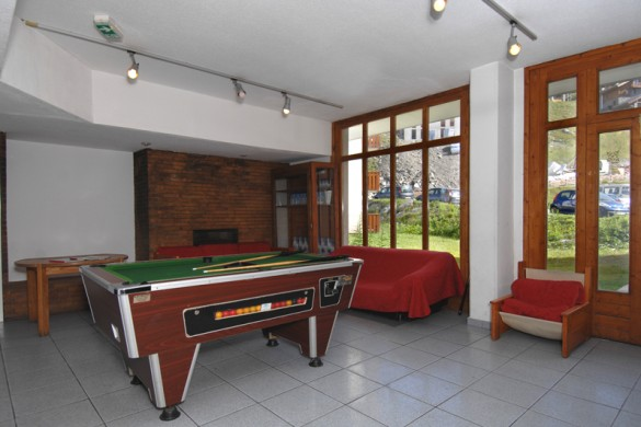 Residence L'Altineige pool table, Val Thorens