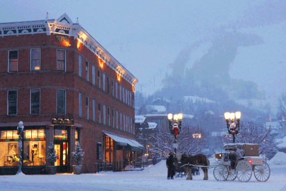 Horse drawn carriage in Aspen town