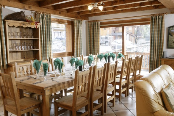 Chalet Astemy dining table