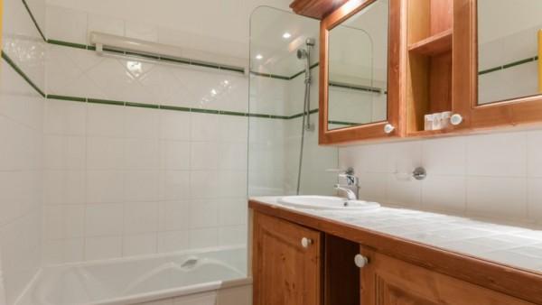 Bathroom, Residence Les Hauts Bois, La Plagne, France