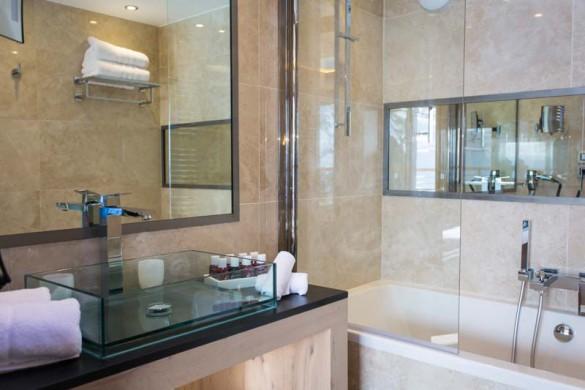 Bathroom, Hotel Taj-I-Mah - Ski Hotel in Les Arcs, France
