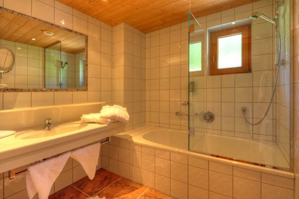 Bathroom - Hotel Zur Pfeffermuehle, St Anton, Austria