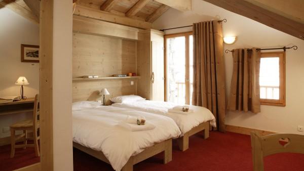 Twin bedroom in the Ski Lodge Aigle - ski chalet in Tignes, France