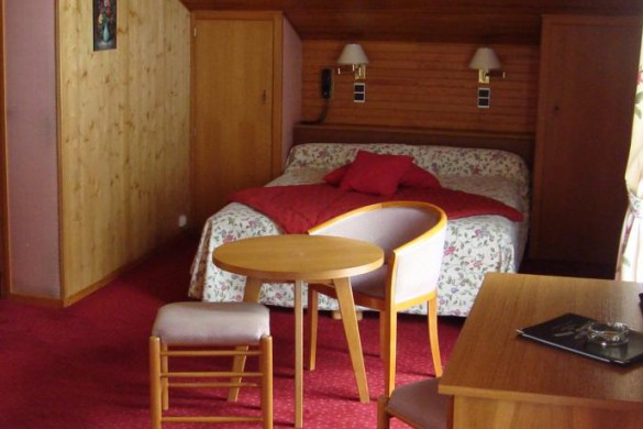 Bedroom in Hotel Tremplin - ski chalet in Morzine, France