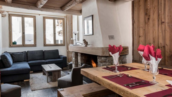 Living and dining room in chalet Bonne Neige