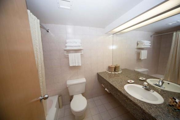 Brewster's Mountain Lodge, Banff, Canada, Standard Washroom