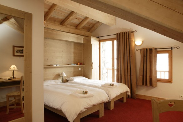 Twin bedroom in the Ski Lodge Aigle - ski chalet in Tignes, France