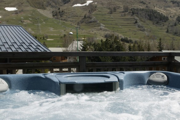 Chalet Chamois Volant ext hot tub view, Les Deux Alpes