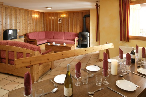 Chalet Clementine dining, Val Thorens
