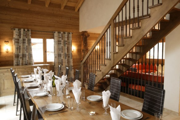 Chalet Laetitia dining, Meribel