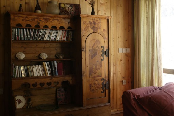 Chalet Val Rogoney bookcase, Val D'Isere