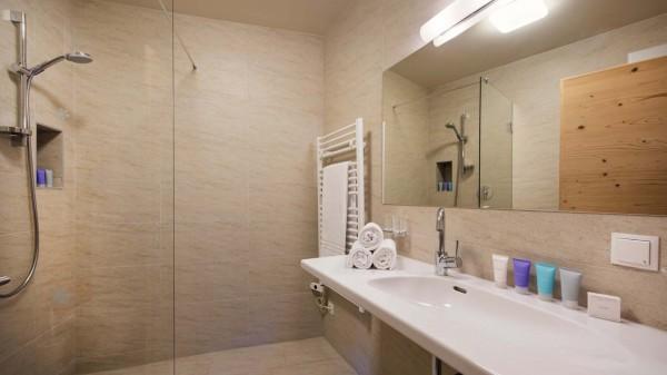 Bathroom, Chalet Cirrus, St. Anton, Austria