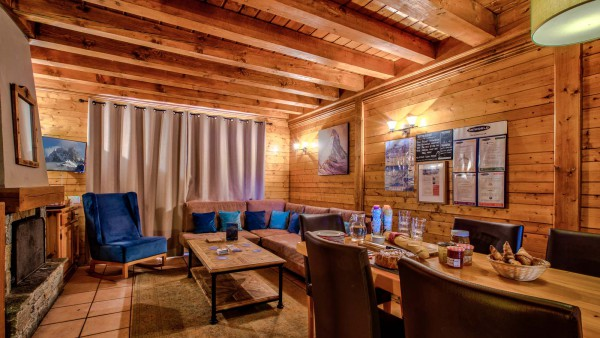 Chalet Coucher du Soleil - Dining and Living Room