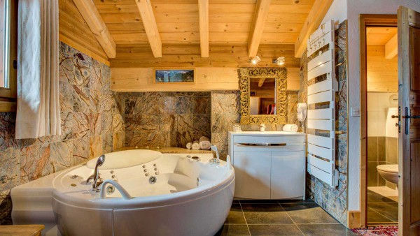 Chalet Laetitia, Meribel - Master Bedroom - Bathroom