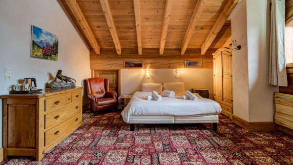 Chalet Laetitia, Meribel - Master bedroom