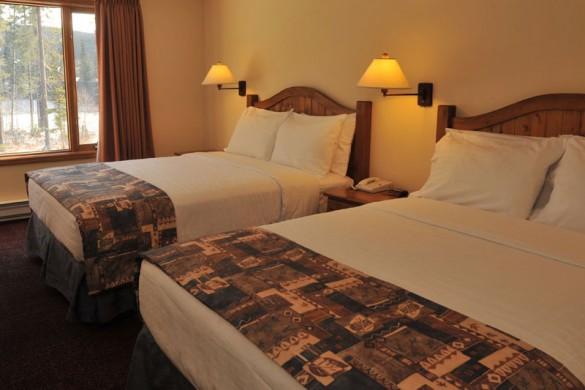 Condo Nancy Greene's Chahilty Lodge, bed, Sun Peaks