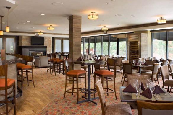 Restaurant - DoubleTree by Hilton - Ski Hotel in Breckenridge, USA