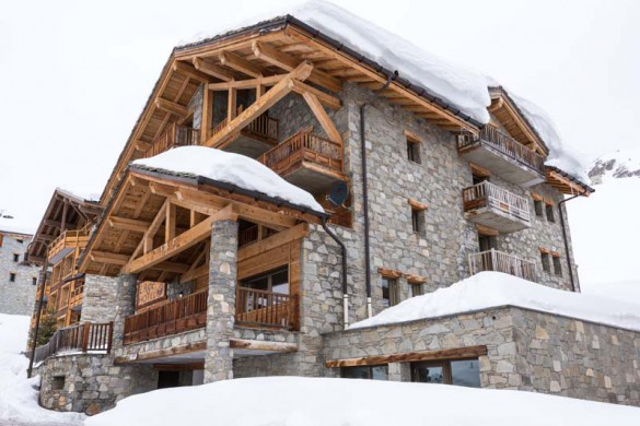 Snowy exterior of the Ski Lodge Aigle - ski chalet in Tignes, France