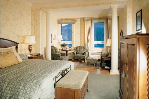Fairmont Chateau, bed, Lake Louise