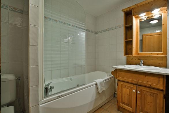 Chalet Chanterelle bathroom, La Plagne