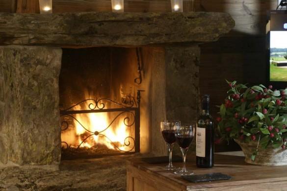 Chalet Hautes Cimes fireplace