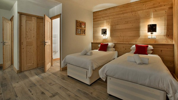 Twin Bedroom - Chalet Hellebore - Ski Chalet in La Plagne, France