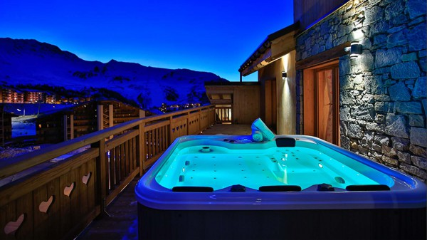 Hot Tub - Chalet Hellebore - Ski Chalet in La Plagne, France