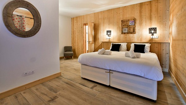 Bedroom Double - Chalet Hepatica - Ski Chalet in La Plagne, France