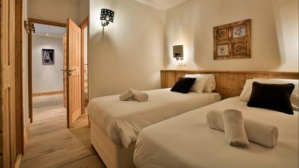 Bedroom Twin - Chalet Hepatica - Ski Chalet in La Plagne, France