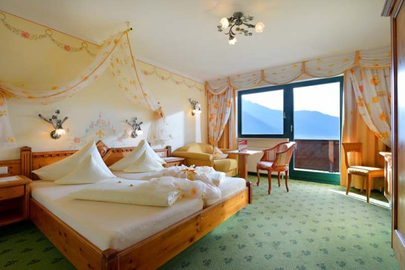 AlpenSchlossl-Bedroom-Ski Hotel in Soll, Austria