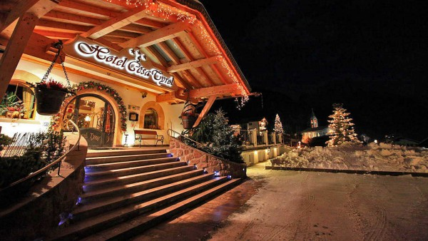 Hotel Cesa Tyrol - Exterior - Night