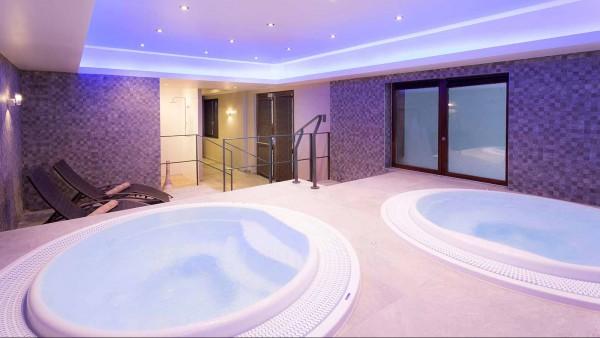 Hotel Club Les Arolles, ValThorens - Hot Tub