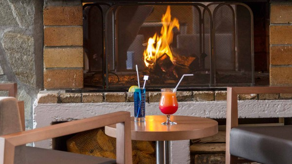 Hotel Club Les Panorama, Les Deux Alpes -  Drinsk and fire