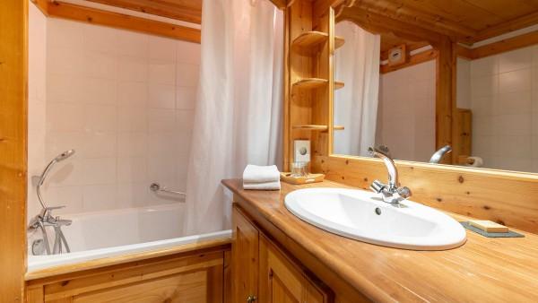 Hotel L'Eterlou, Meribel - Bathroom 2