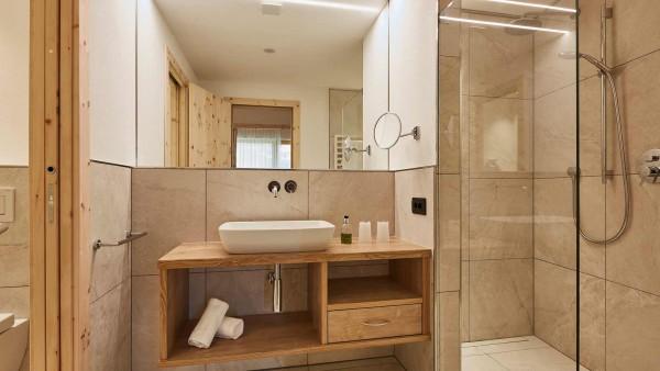 Hotel Mezdi, Corvara and Colfosco - Bathroom
