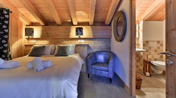 Double Bedroom - Chalet Iris Bleu - Ski Chalet in La Plagne, France